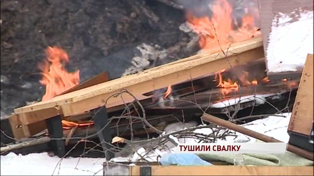 В Новоселках два дня тушили незаконную свалку около жилых домов