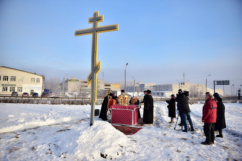Жителей Дзержинского района теперь будет защищать крест