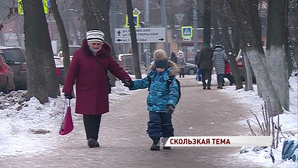 На скользких улицах Ярославля получают травмы люди: мэр раскритиковал работу подрядчика
