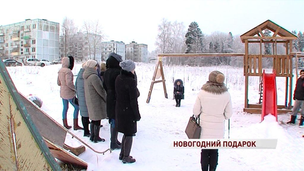 В военном городке недалеко от деревни Селифонтово появилась детская площадка