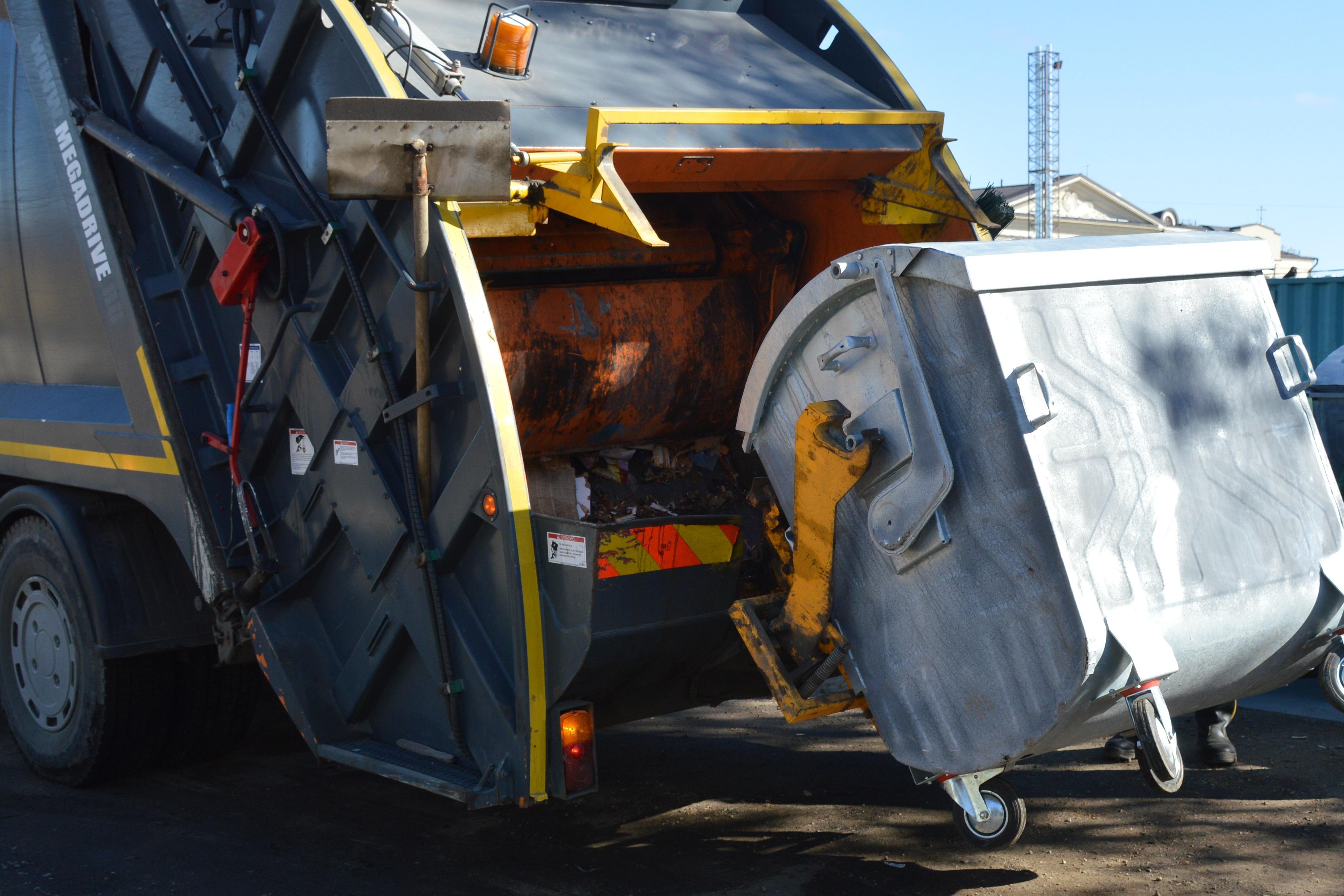 Ярославец попытался сдать в металлолом три мусорных контейнера