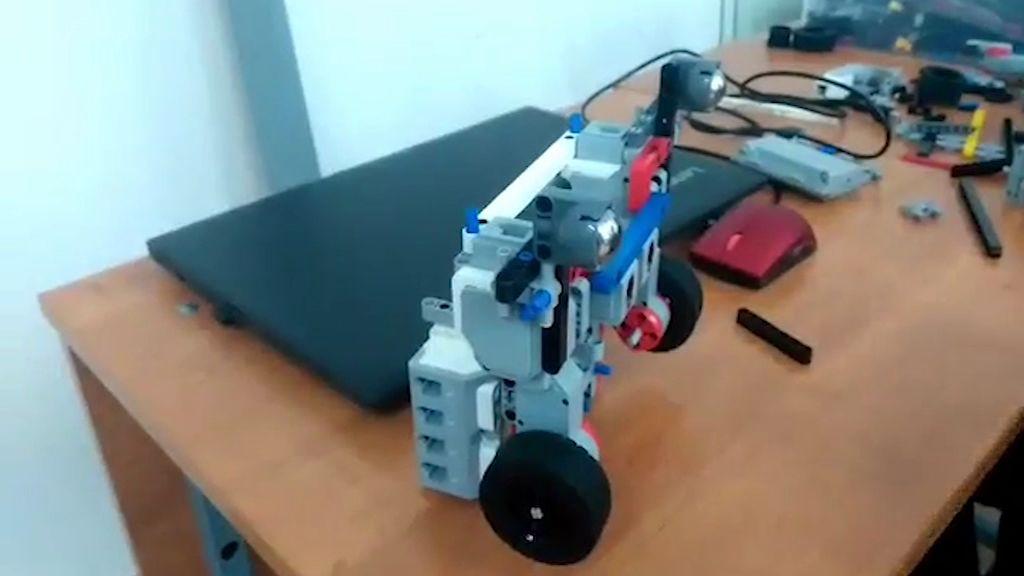 Школьники области привезли своих роботов на конкурс