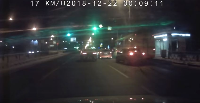 ВИДЕО: В Ярославле легковушка влетела в троллейбус