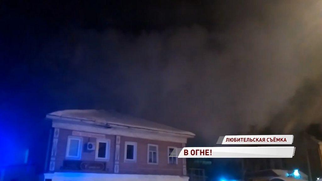 В Ростове огонь едва не перекинулся с гаража на дом