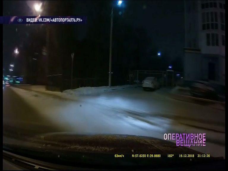 ВИДЕО ДТП в центре Ярославля: разогнался и влетел в забор