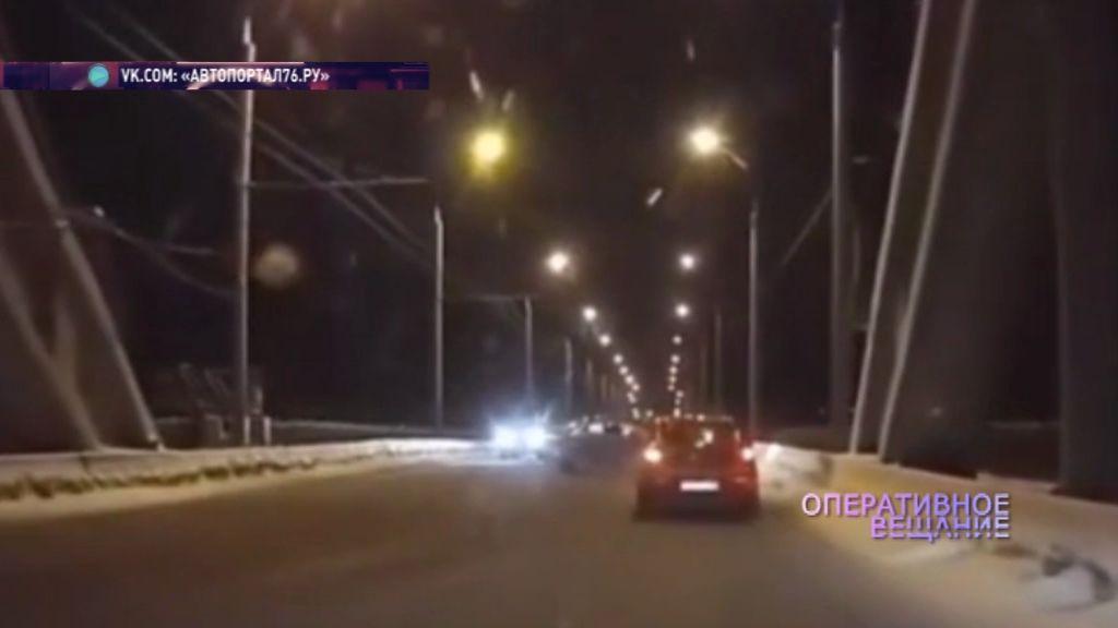 Не справился с управлением и влетел в ограду: ВИДЕО ДТП в Рыбинске