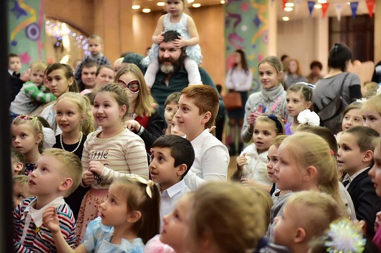 В Ярославле состоялась первая городская елка для детей из многодетных семей