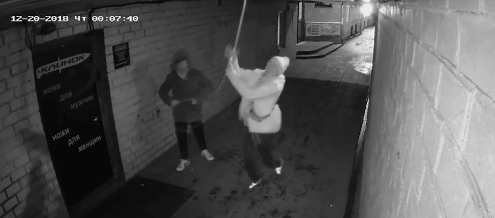 Оторвали гирлянду и сняли все на видео: в Ярославле ищут вандалов