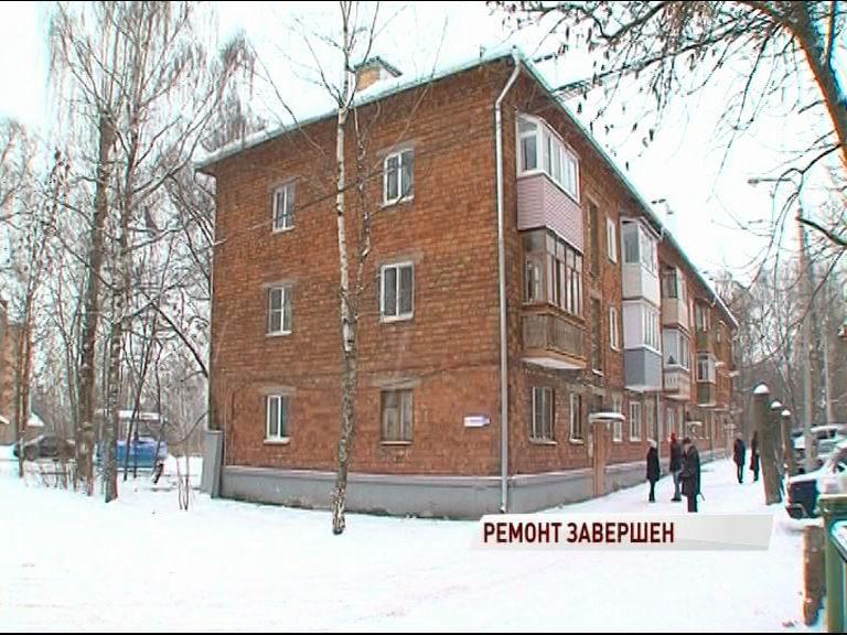 В многоквартирном доме на улице Вишняки завершился долгожданный ремонт крыши