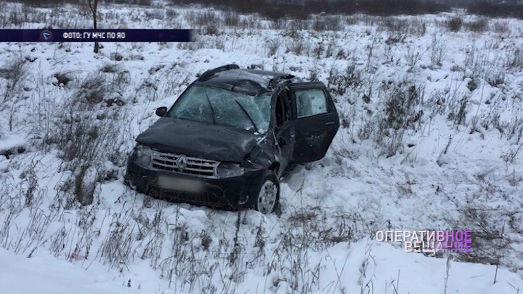 На выезде из Ярославля вылетел в кювет автомобиль