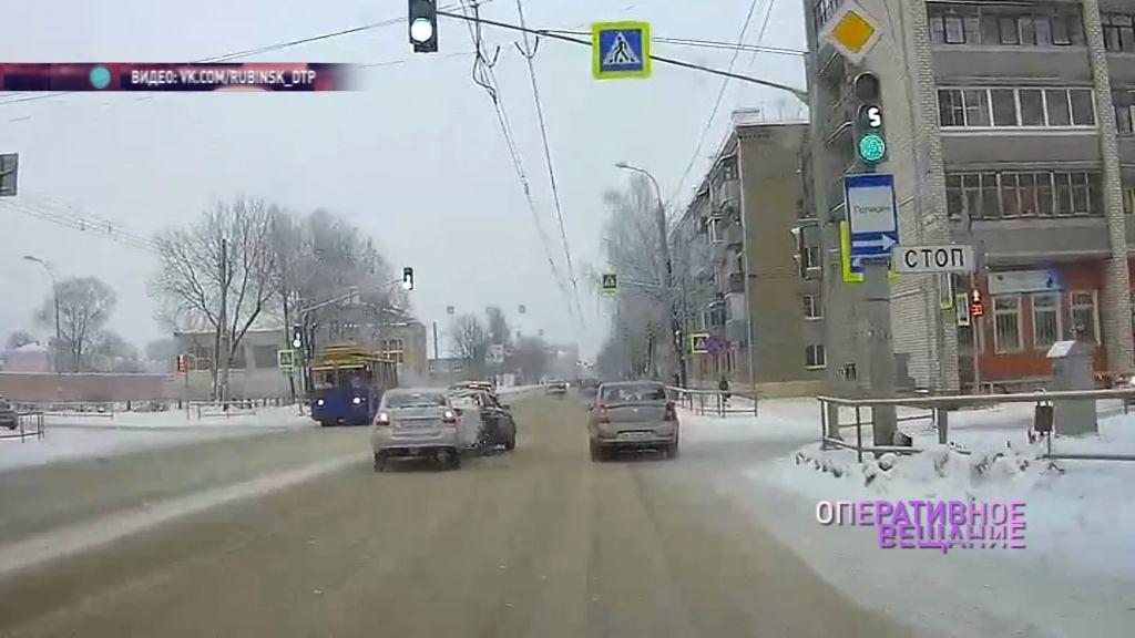 Не успел затормозить: в Рыбинске столкнулись два автомобиля
