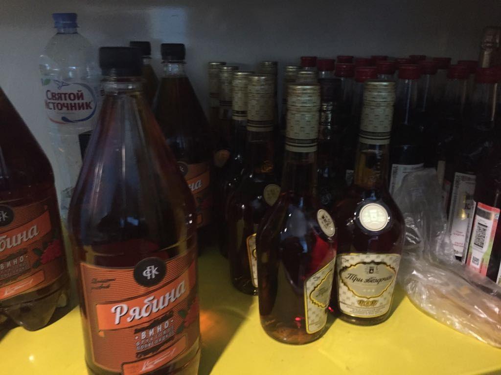 Перед Новым годом магазины, аптеки и кафе проверяют на наличие контрафактного алкоголя