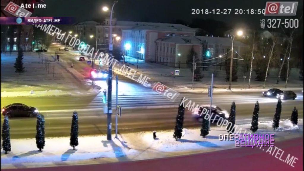 Одного развернуло, второго отбросило на обочину: в Рыбинске столкнулись два авто