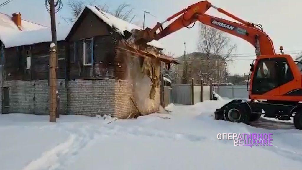 Ярославец построил часть дома на земле соседа: дом пошел под снос