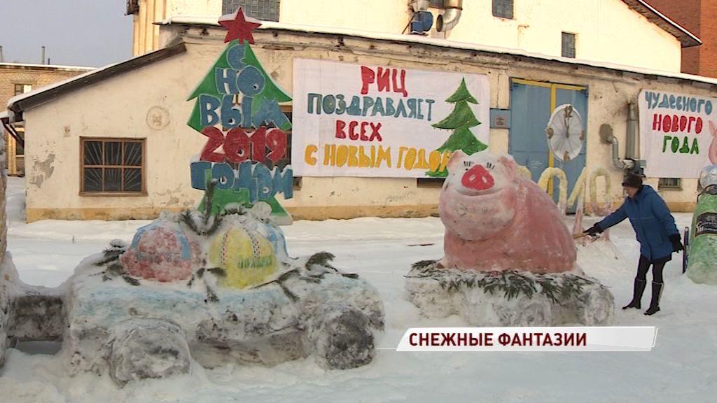 В Заволжском районе появился настоящий снежный городок: кто создал скульптуры
