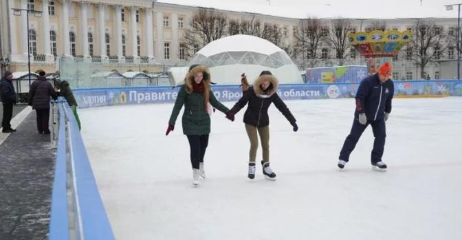 Ярославцы проводят выходные на катке