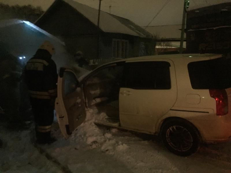 В Ярославле полыхала иномарка