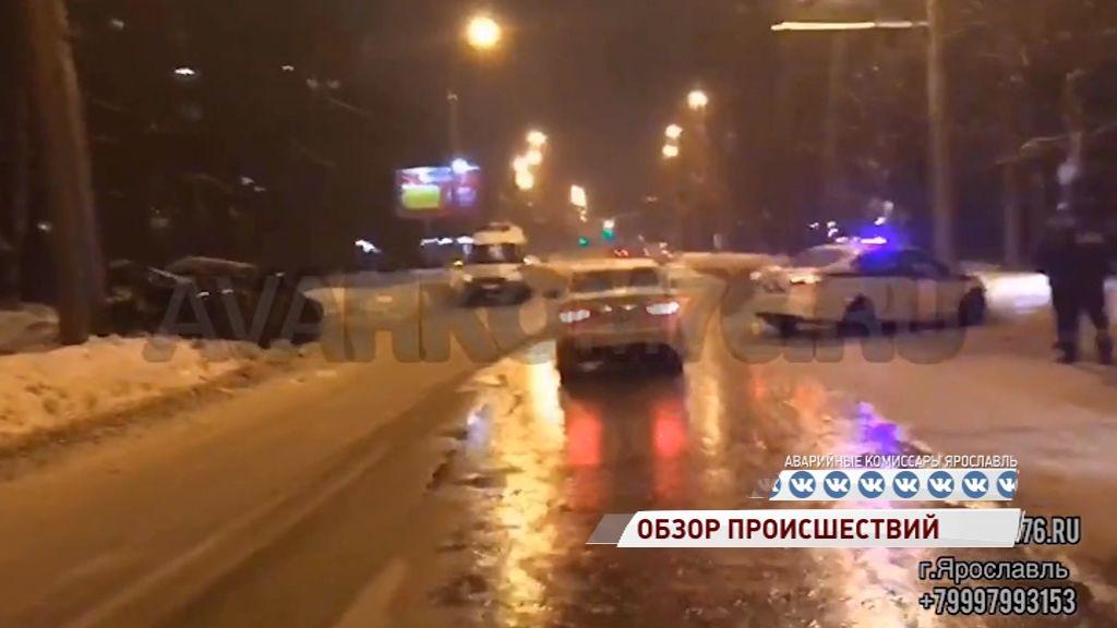 На Тутаевском шоссе иномарка влетела в патрульную машину