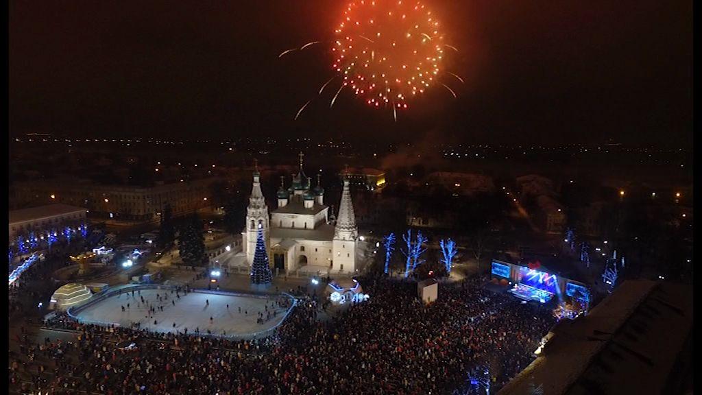 Как ярославцы отметили Новый год: 25 тысяч на площади, концерт и фейерверк