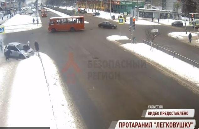 Пострадавшая в ДТП на проспекте Машиностроителей в Ярославле прооперирована