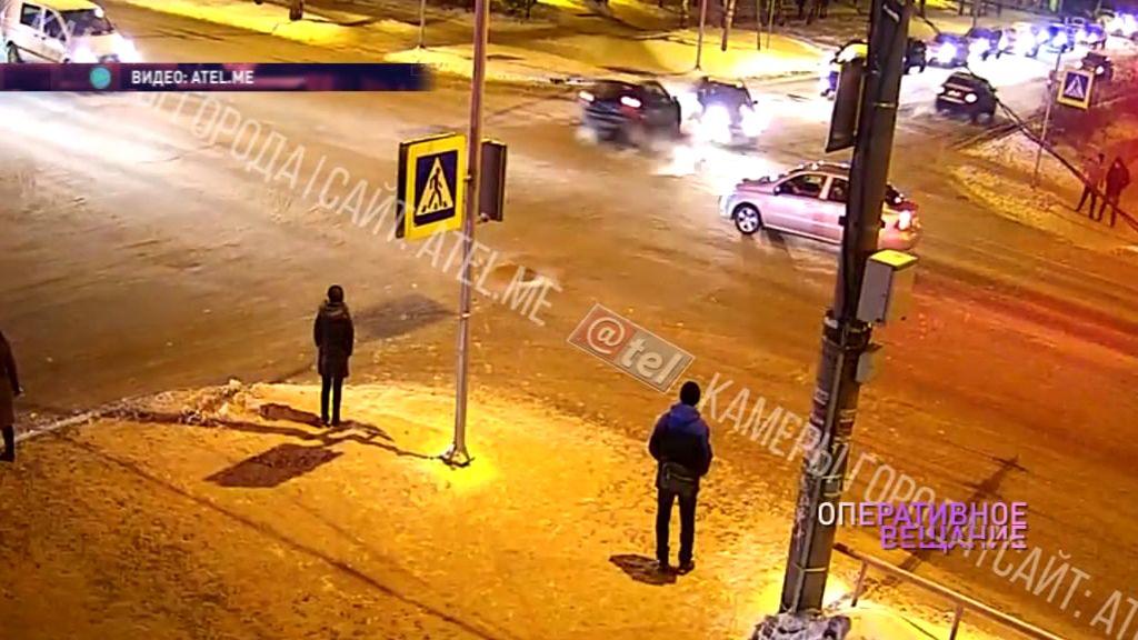Бампер разлетелся на куски: в Рыбинске два авто не поделили дорогу