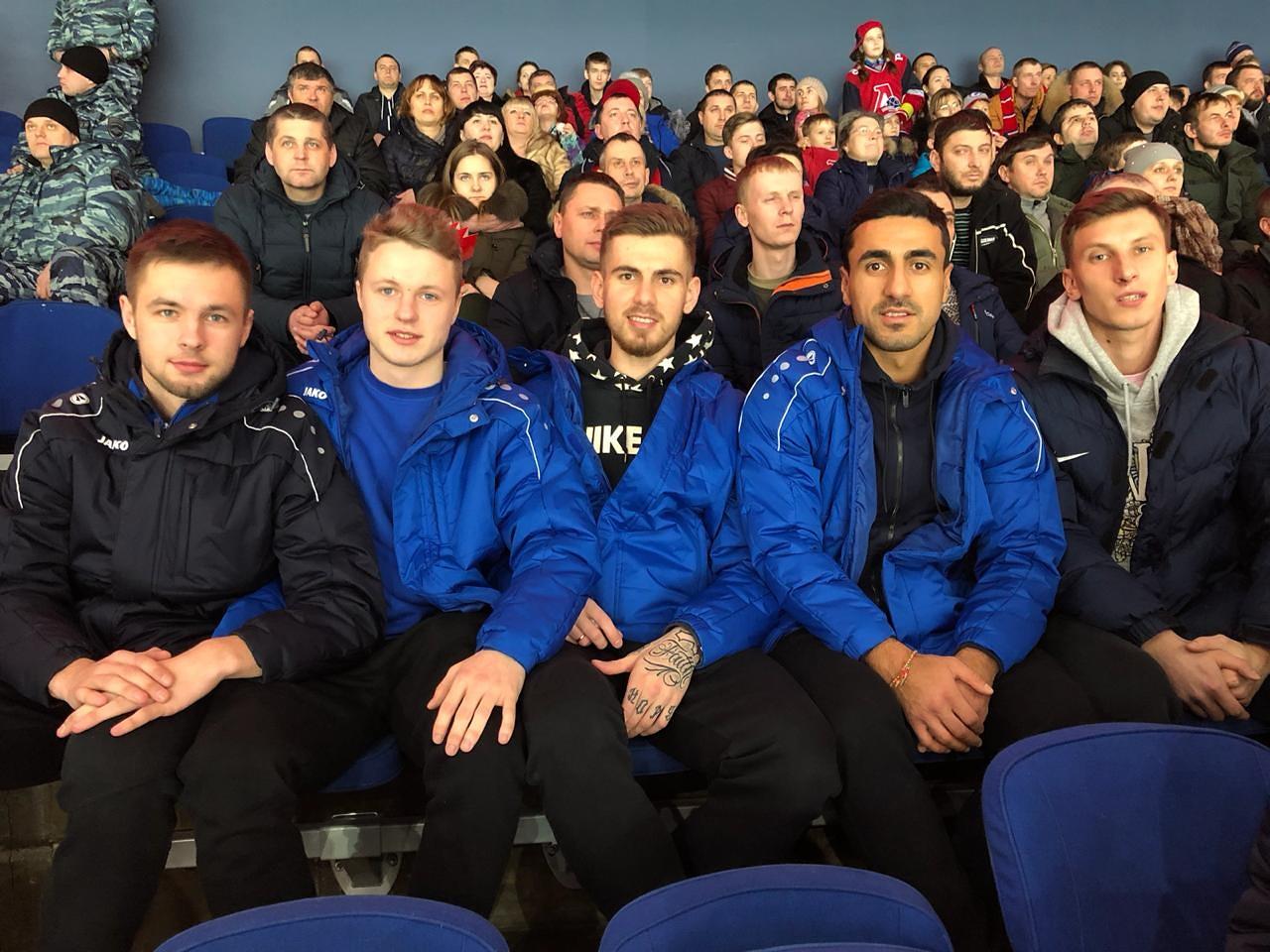 Футболисты «Шинник» пришли поддержать «железнодорожников»