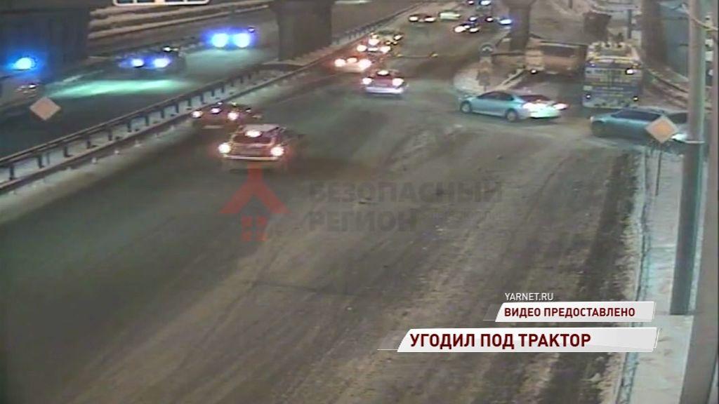 На Московском проспекте легковушка угодила под автогрейдер