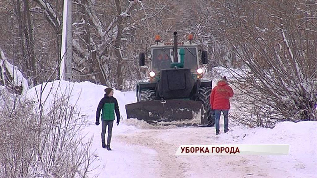 Сильные снегопады внесли коррективы в график уборки: как чистят снег в Ярославле