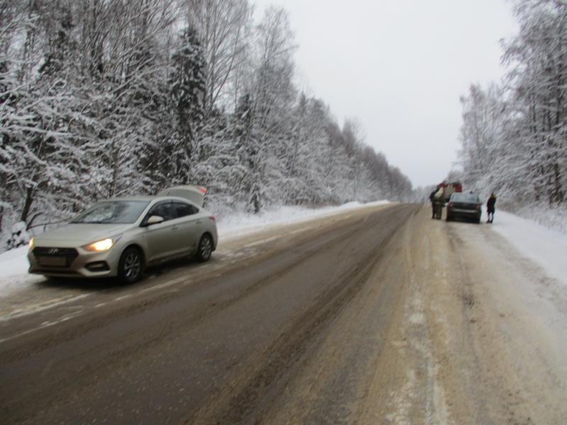 Утро не задалось: на Большесельской дороге за полчаса произошло два ДТП