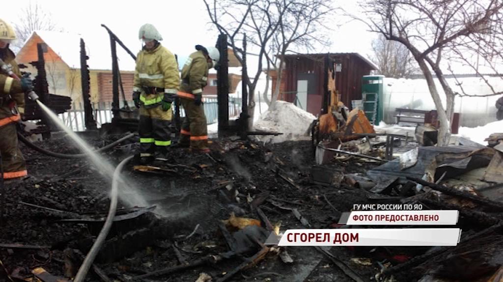 В Рыбинске полностью сгорел жилой дом