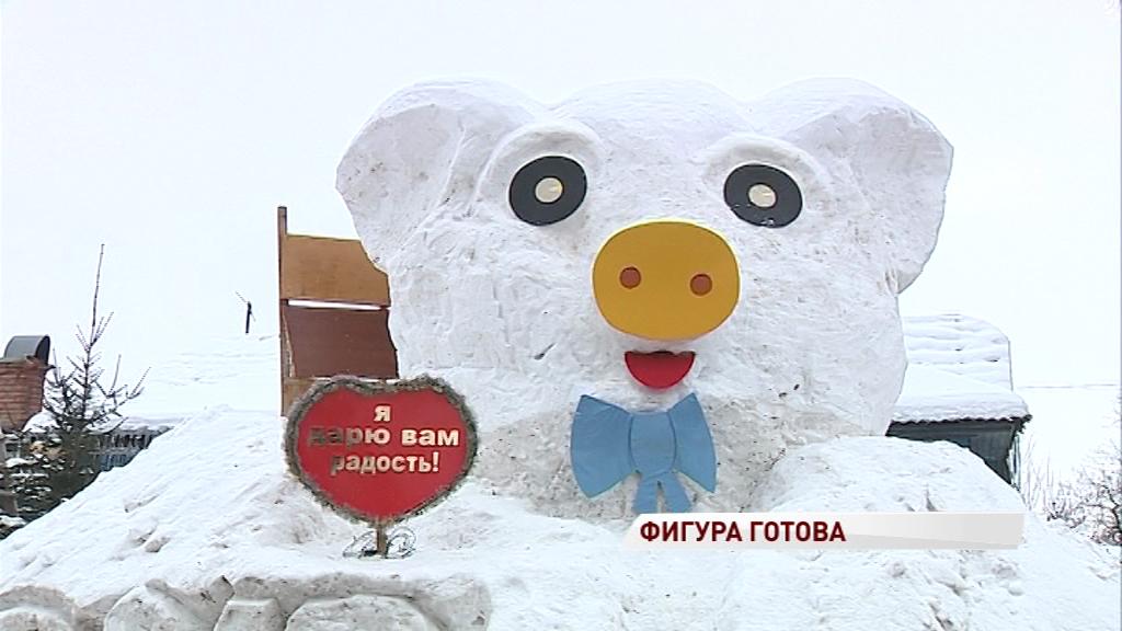 В Тверицах поселилась четырехметровая снежная свинья