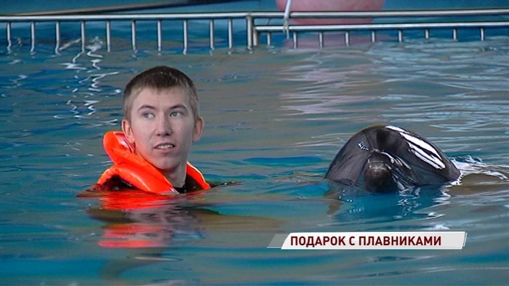 За мечтой под воду: у особенного ярославца сбылось новогоднее желание поплавать с дельфинами