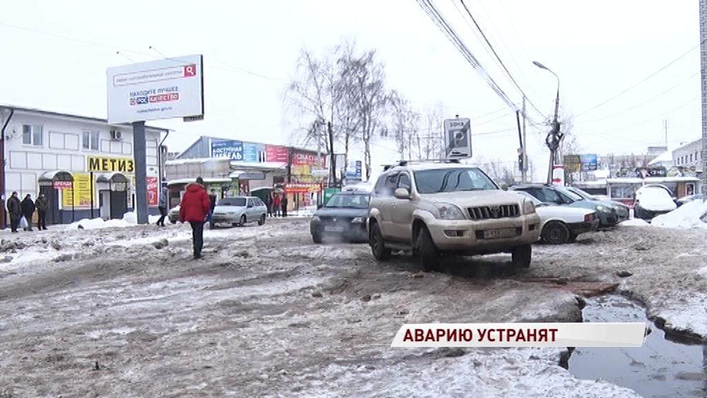 Коммунальную аварию на Вспольинском поле устранят к концу недели