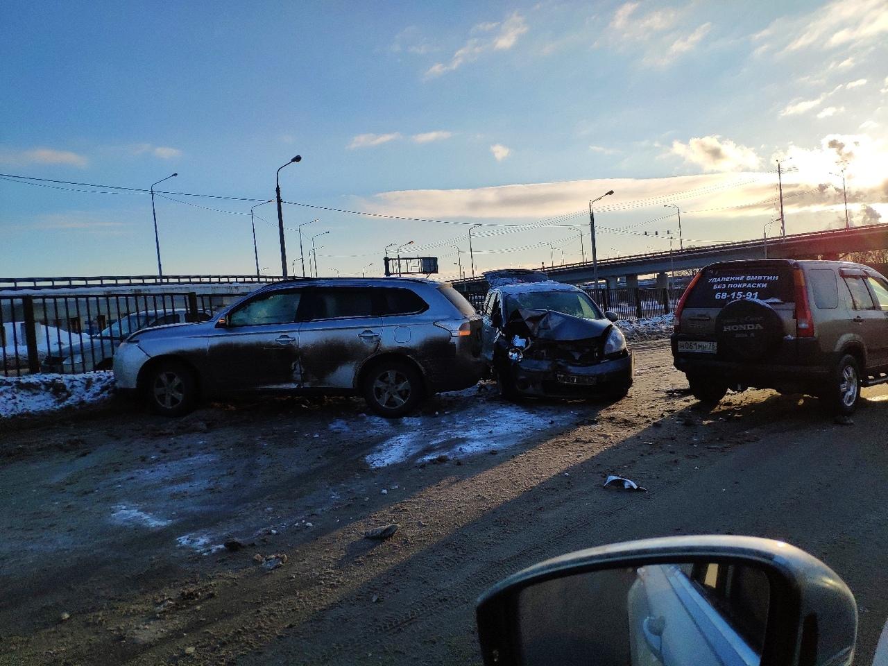 Крутой замес: на Промышленном шоссе в ДТП угодили три авто