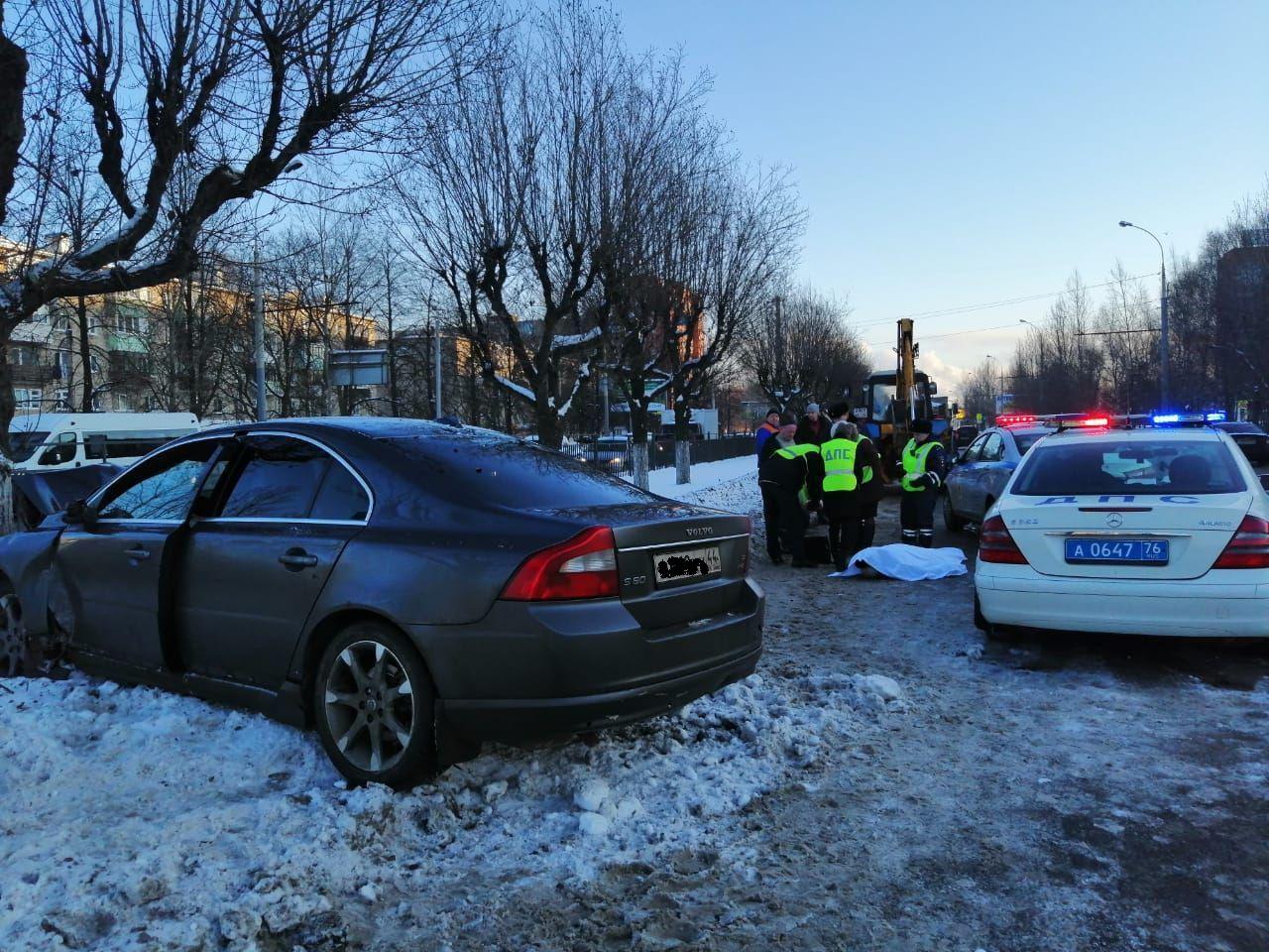 Водитель насмерть сбил мужчину на переходе на Ленинградском проспекте