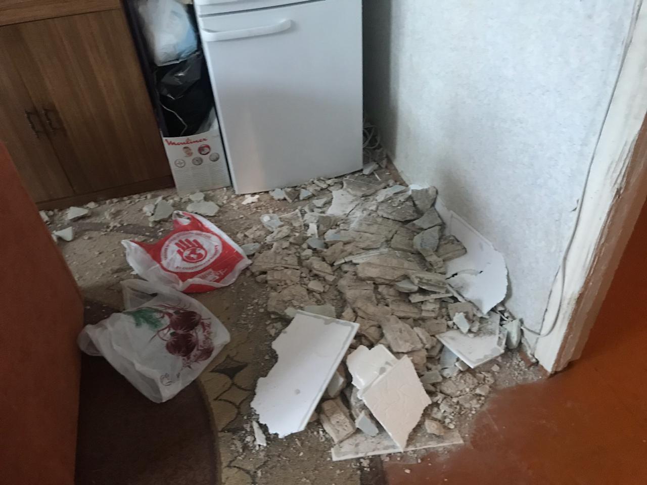 В квартире в центре Ярославля рухнул потолок: спящую бабушку чуть не убило штукатуркой