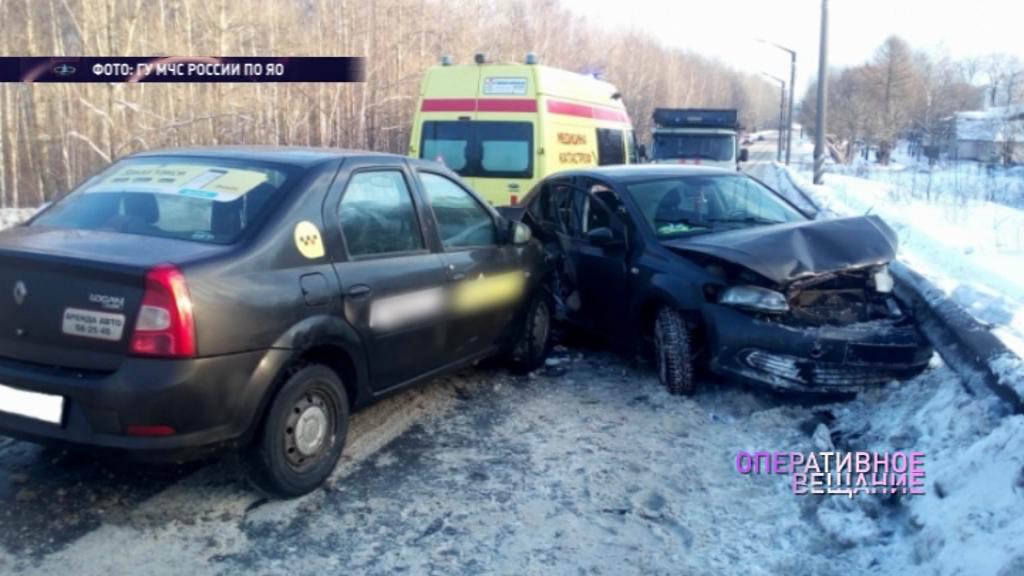 На улице Гагарина такси влетело в иномарку
