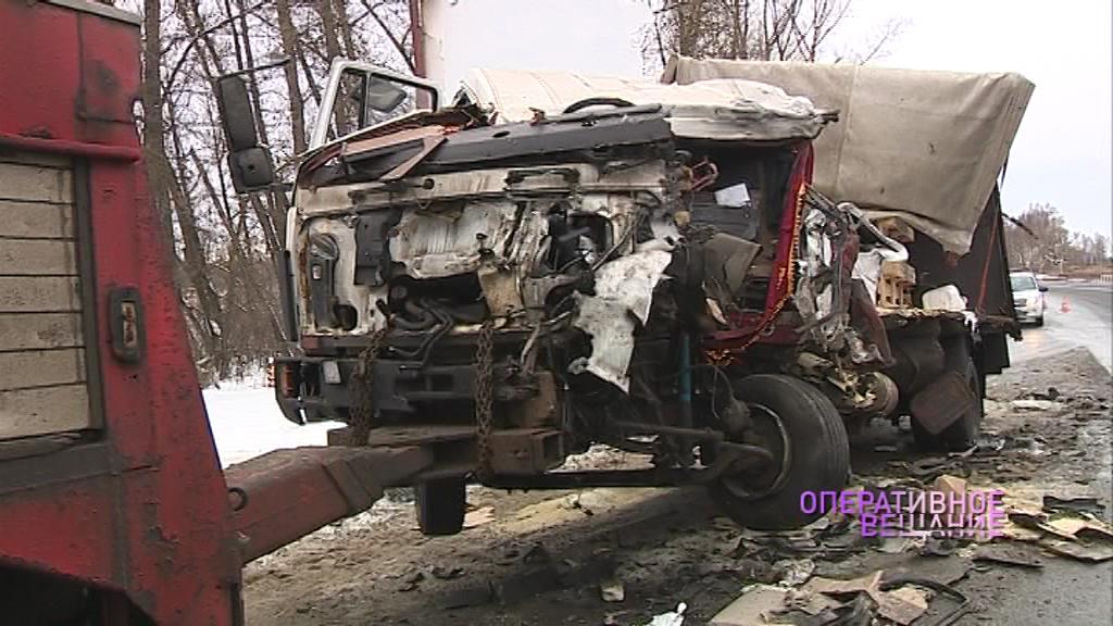 Фуры превратились в груду металла, водитель в больнице: подробности ДТП под Ростовом