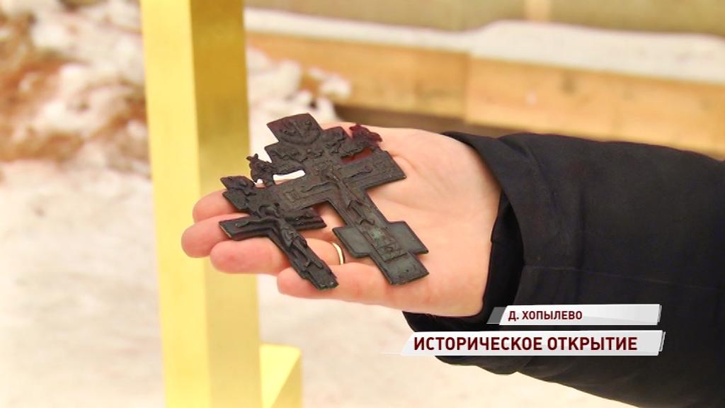 Историческое открытие в ходе реставрации: в деревне Хопылево нашли старинные кресты