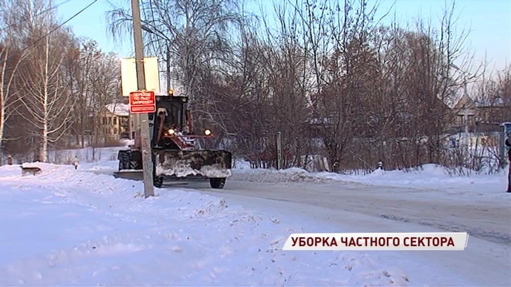 Дорожники продолжают чистить город от снега: куда писать, если дворник не пришел