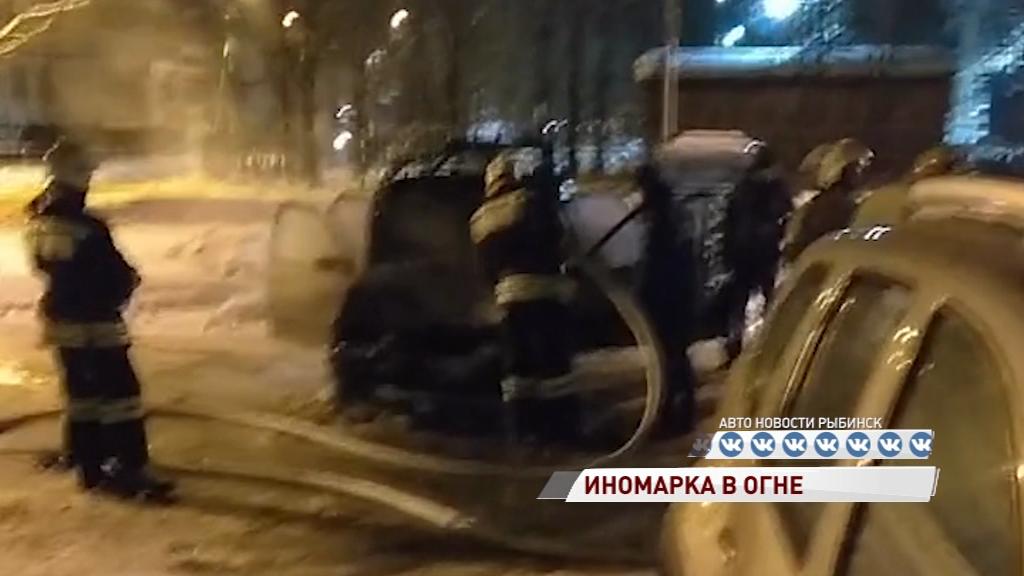 В Рыбинске вспыхнула иномарка