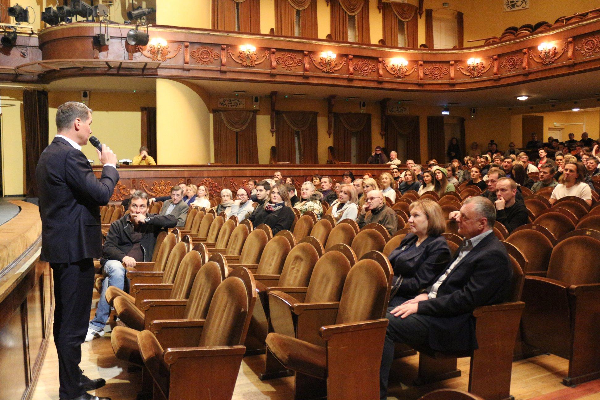 Коллективу Волковского театра представили нового директора