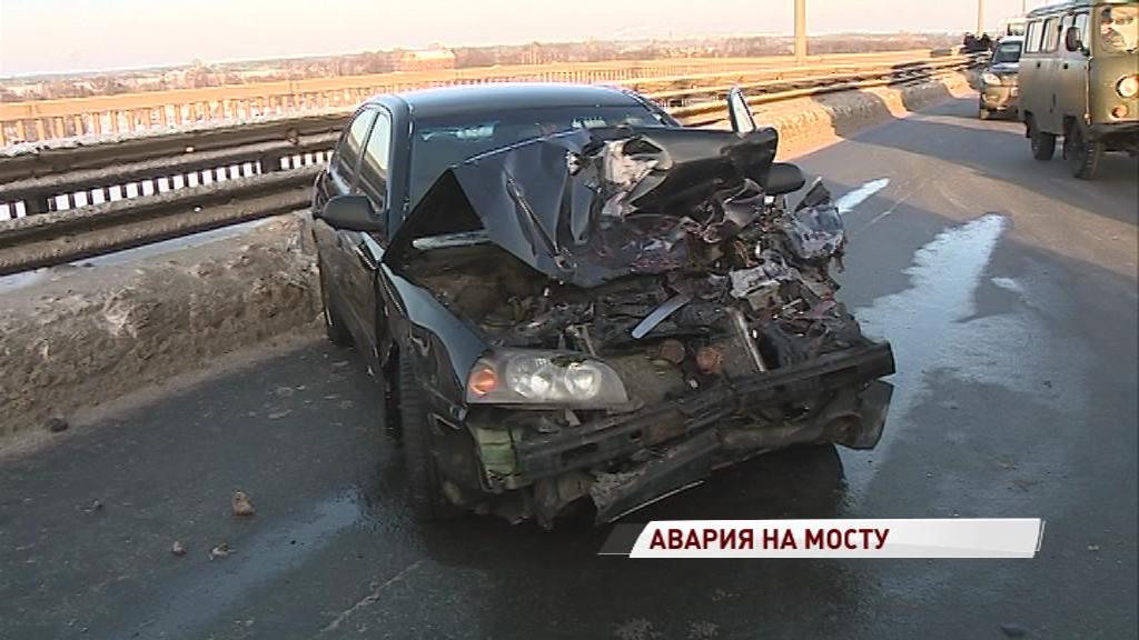 ДТП на Октябрьском мосту парализовало движение в городе: подробности и комментарии участников