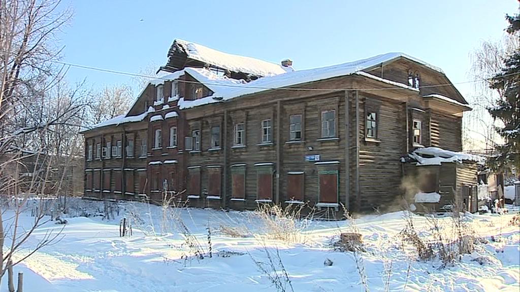 Жители «дома-призрака» в Брагине опасаются за свои жизни: почему их до сих пор не расселили