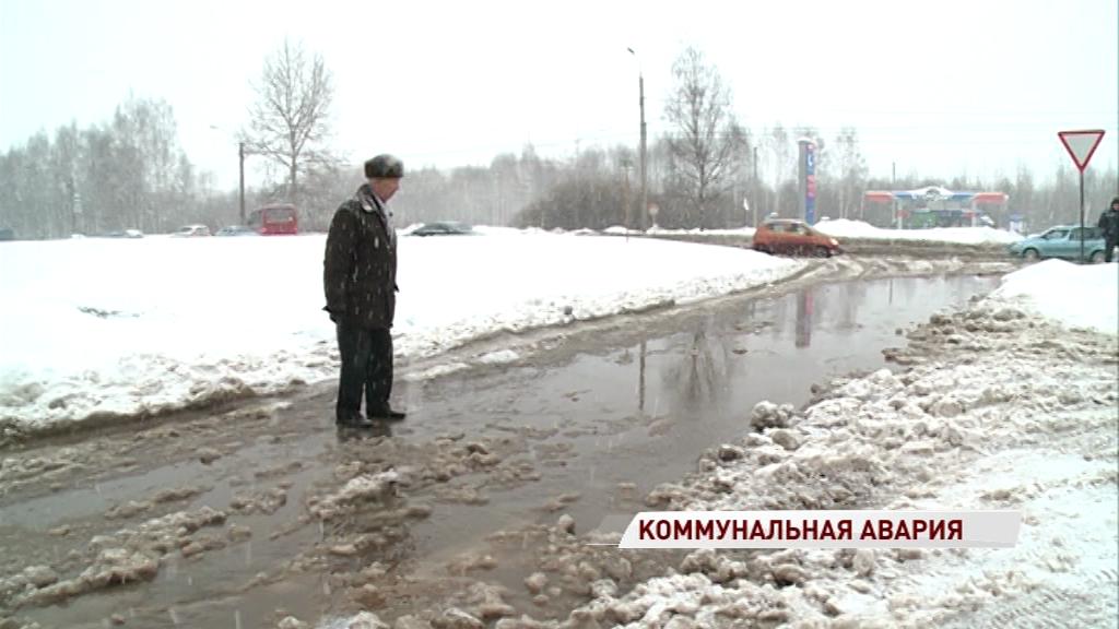 Проспект Машиностроителей ушел под воду из-за прорыва трубы