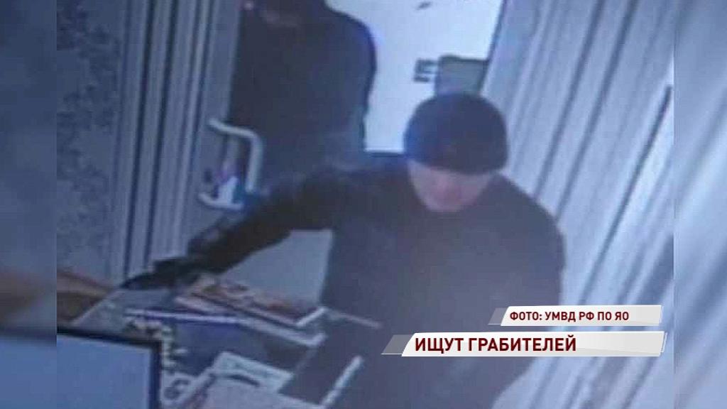 В Гаврилов-Яме ищут грабителей, которые обнесли ювелирный магазин