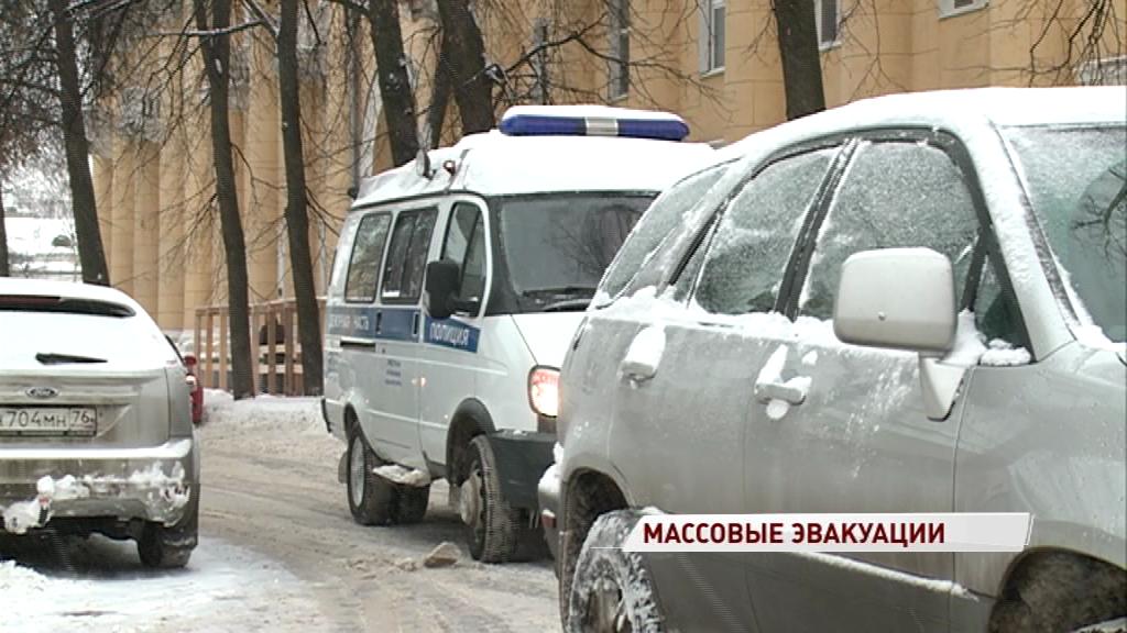 По России прокатилась волна «минирований»: какие здания эвакуировали в Ярославле