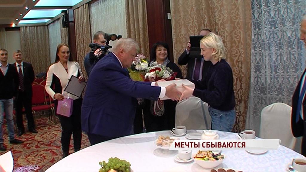 Председатель «Справедливой России» приехал в Ярославль, чтобы исполнить мечту местной художницы