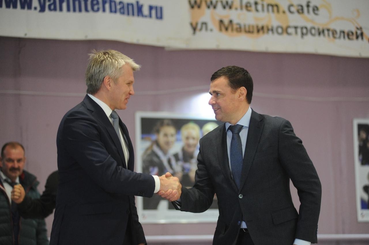 Павел Колобков сыграл в керлинг с Дмитрием Мироновым и посетил училище олимпийского резерва по хоккею