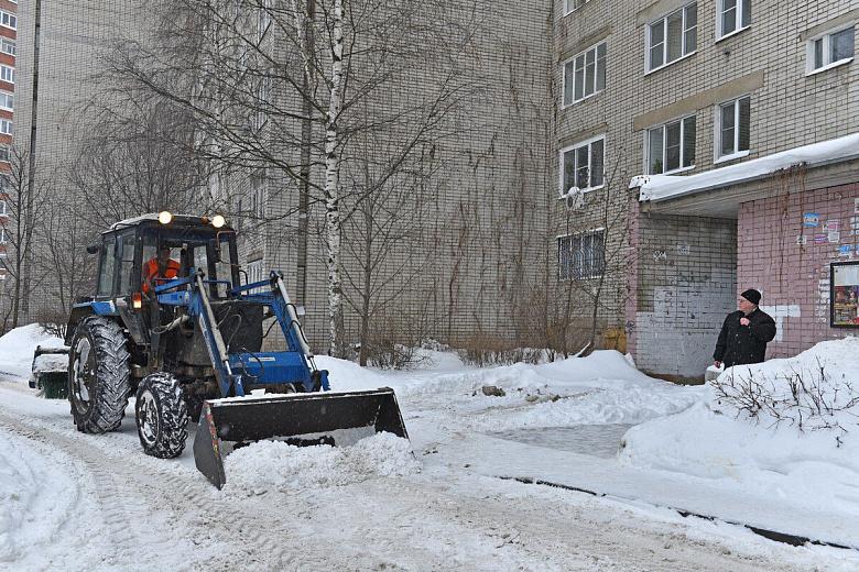 В мэрии рассказали, почему ярославские дворы плохо убрали от снега